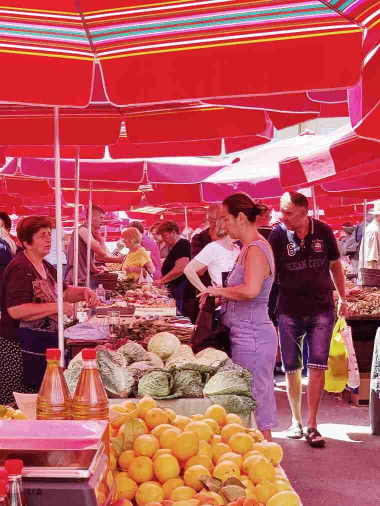 שוק דולאק, שוק האוכל בזאגרב