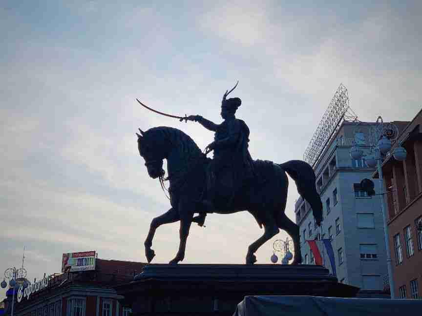 פסלו של ג'וזף ילצ'יץ' הרכוב על סוס