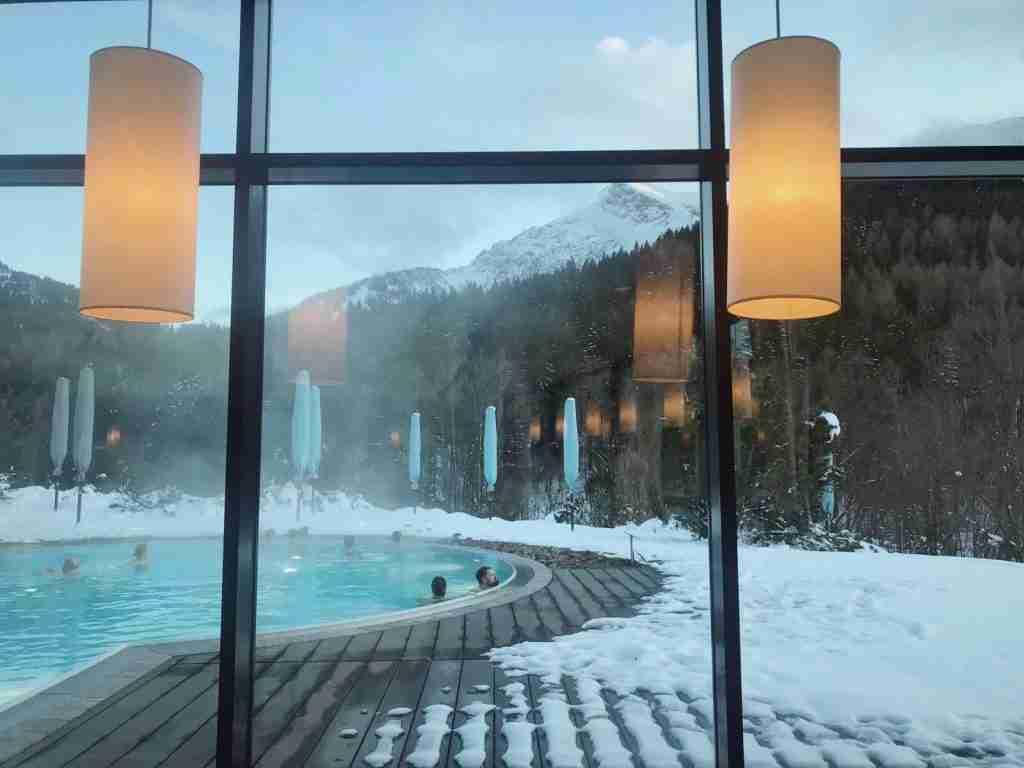 בריכה מחוממת במלון Kempinski גרמניה