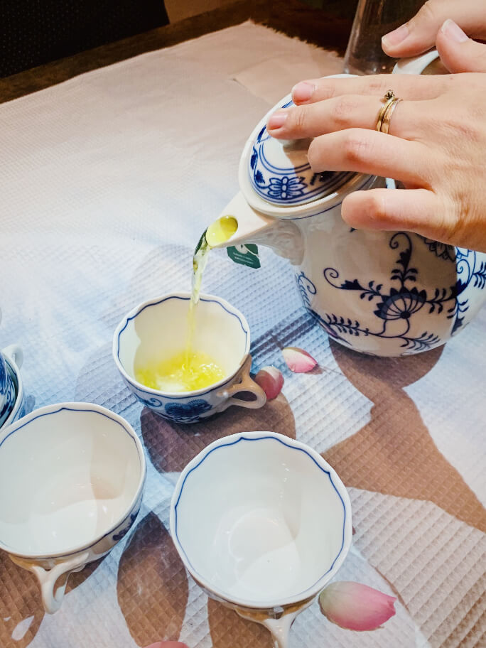 מזיגת תה במימונה