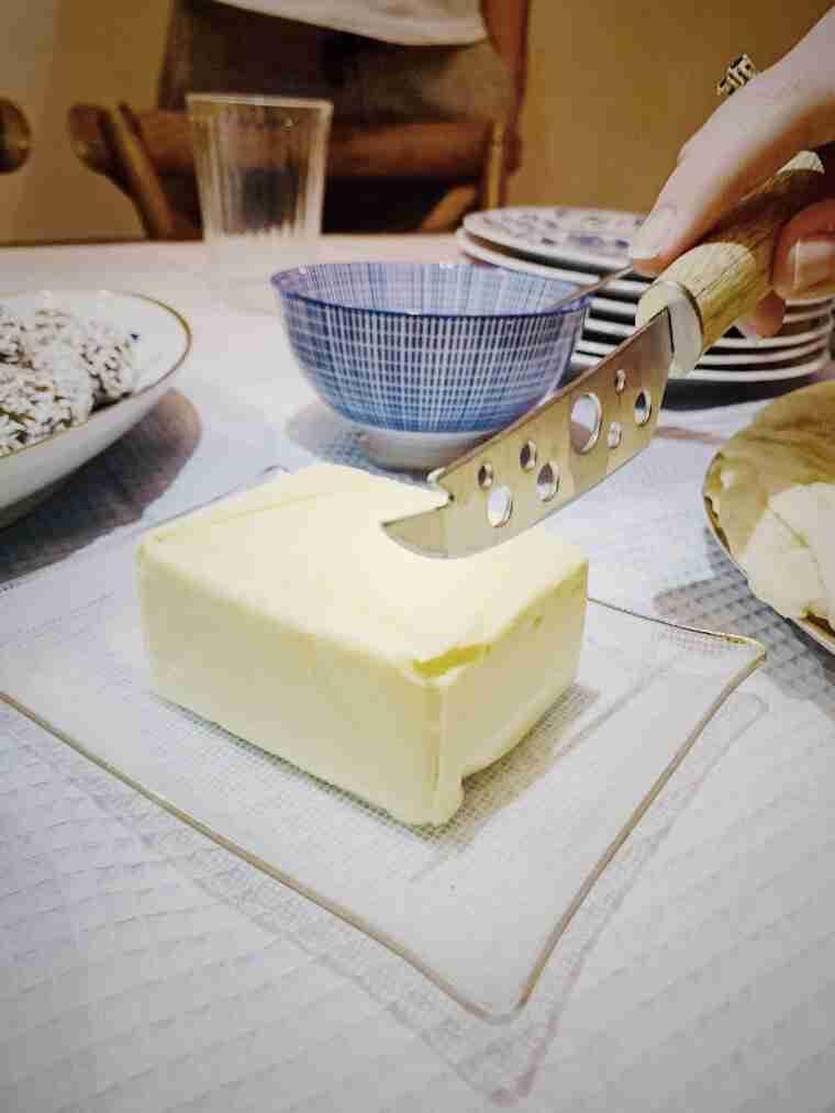 חמאה למרוח על המופלטה במימונה