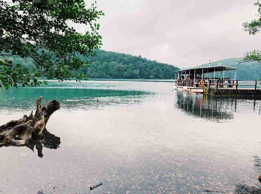 שייט באגם בשמורת פליטביצה