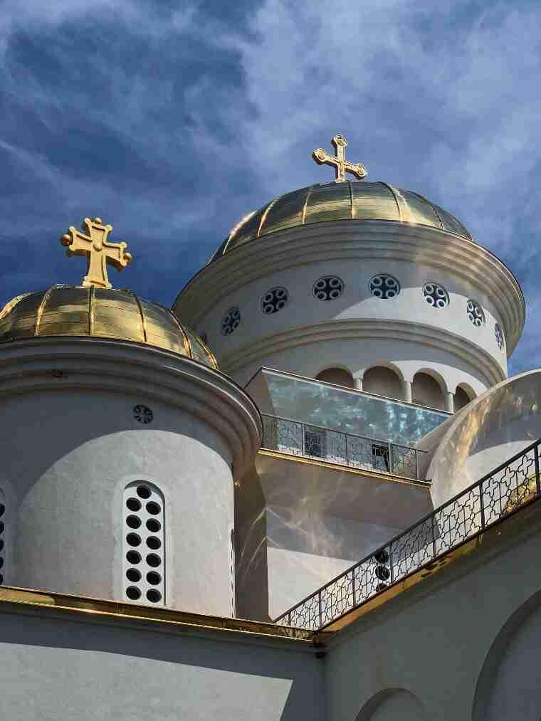 הכיפות המוזהבות קתדרלת סנט ג'ון ולדימיר, העיר בר, מונטנגרו