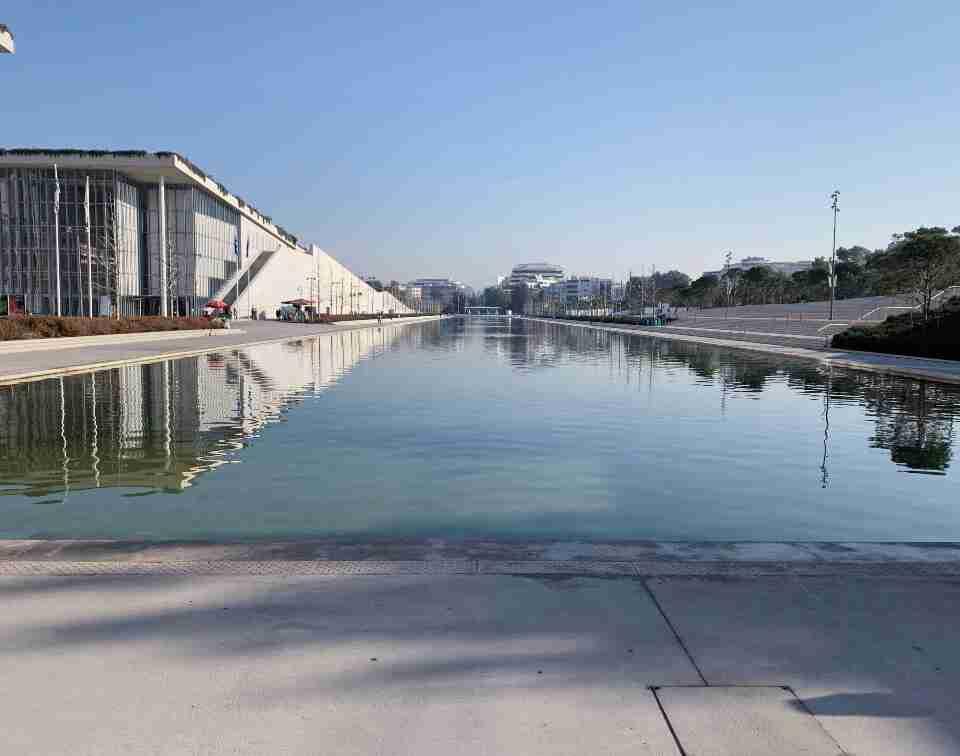 תעלת המים במרכז סטברוס ניארכוס, אתונה