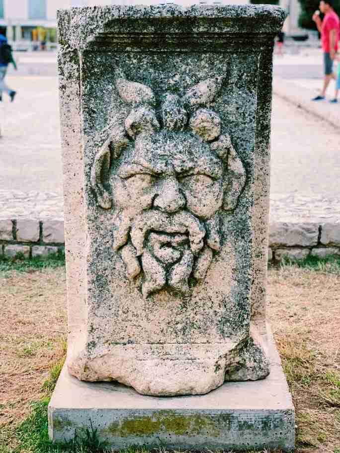 שרידי הפורום הרומאי בזאדאר. חופשה משפחתית בקרואטיה