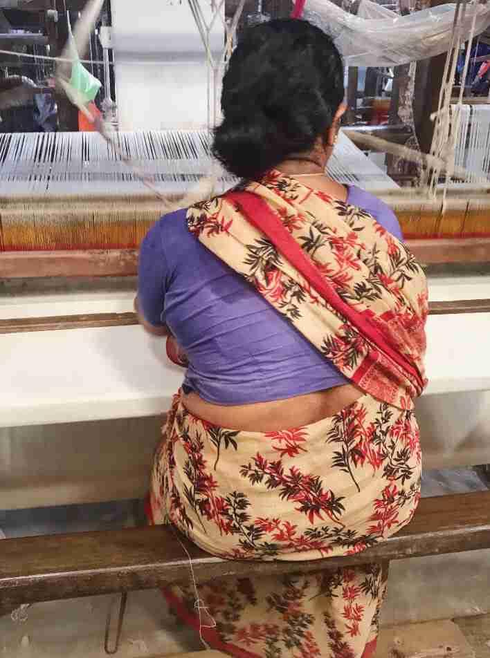 אורגת על נול בהודו