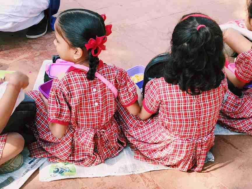 ילדים מבקרים בגנים התלויים, מומבאי
