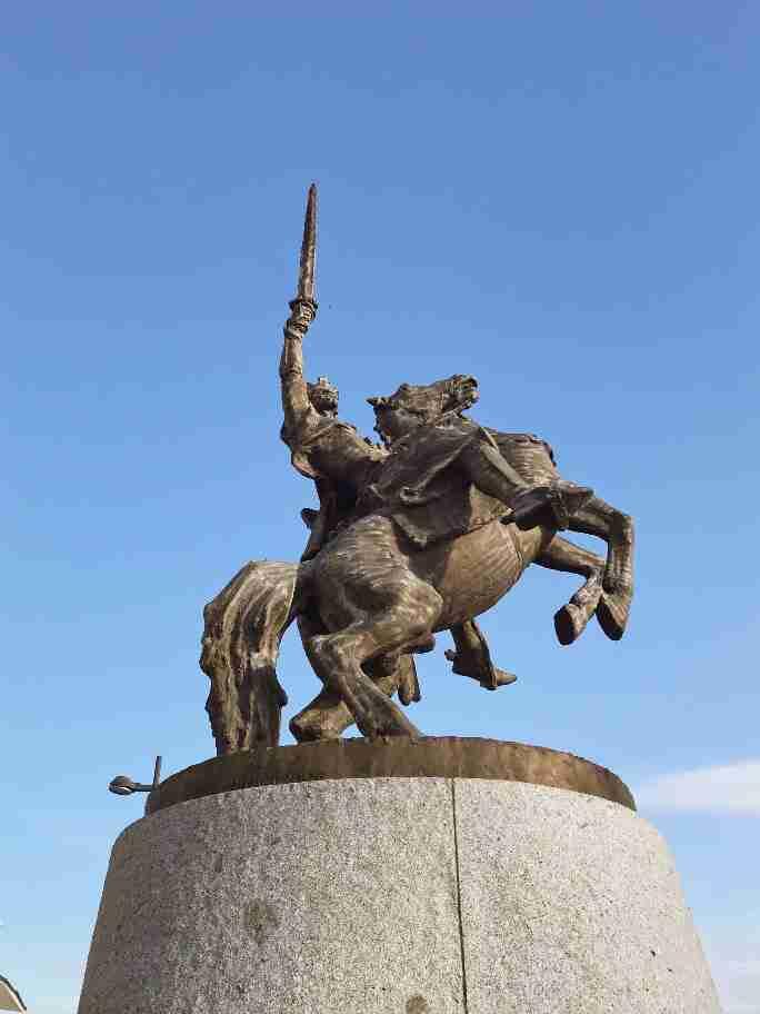 פסל בכניסה לטירה של ברטיסלבה, סלובקיה