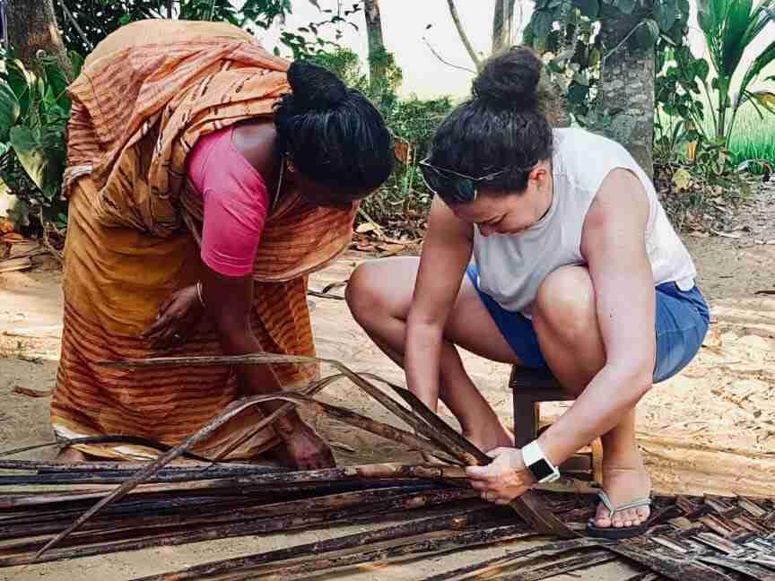 קליעה בענף של דקל קוקוס - אומנות ואמונות בהודו