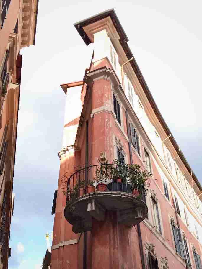 מרפסת מעוגלת, רומא