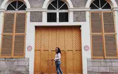 שנסון ונשיקה צרפתית – חלום מעוצב בצרפת הרומנטית