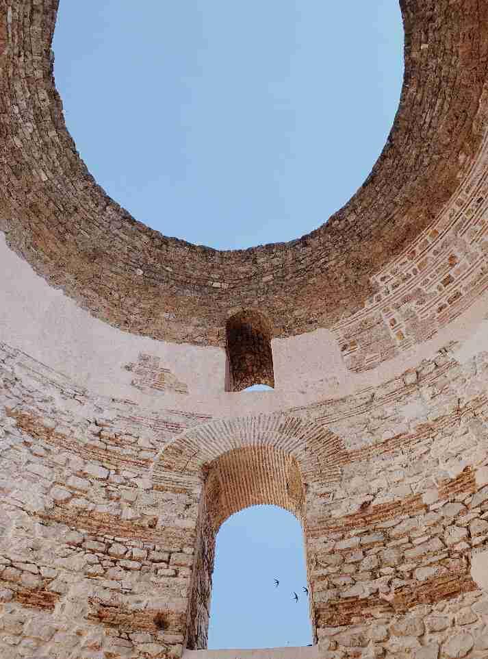 הכיפה החסרה במגורי הקיסר דיוקלטיאנוס, ספליט