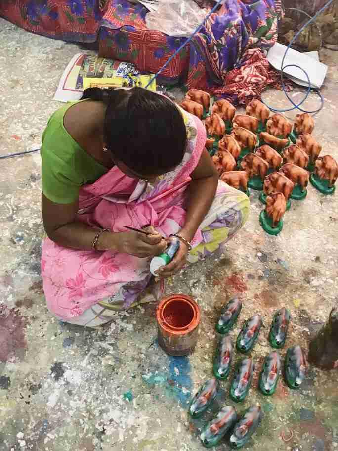 צביעת פסלים - אומנות ואמונות בהודו