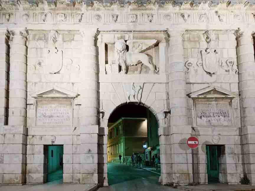 שער היבשת בכניסה לעיר העתיקה זאדאר