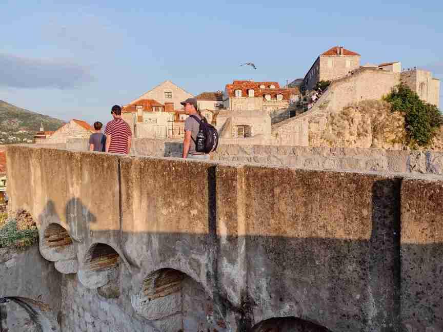 על חומות העיר העתיקה דוברובניק