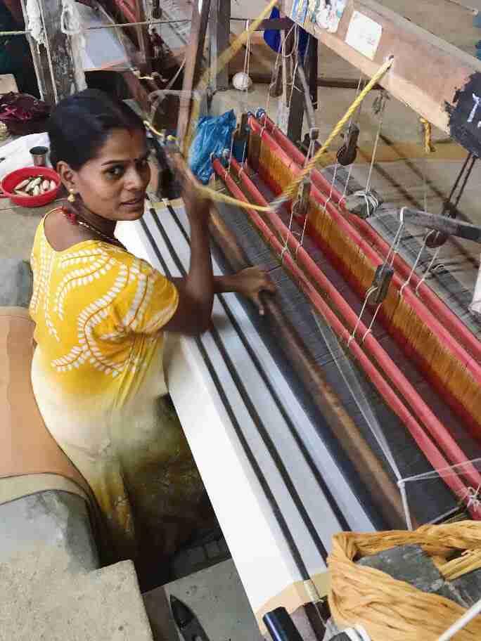 נול אריגה ידנית - אומנות ואמונות בהודו
