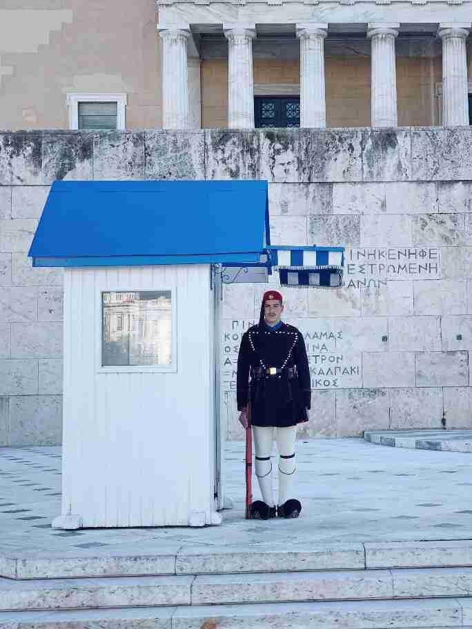 חיילי המשמר, אתונה - חופשה אורבנית