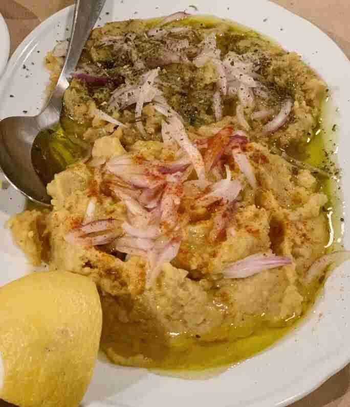 מנות בייתיות במסעדת To Koudounaki אתונה
