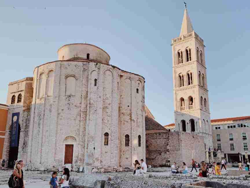כנסיית דונאטוס ומגדל הפעמונים בזאדאר. חופשה משפחתית בקרואטיה
