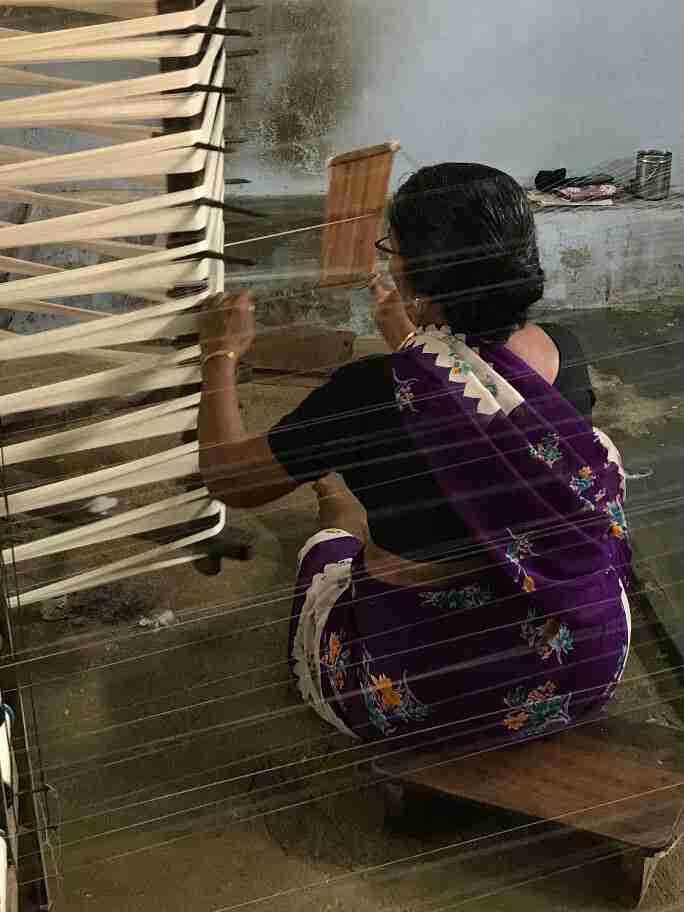 הכנת החוטים לאריגה בהודו
