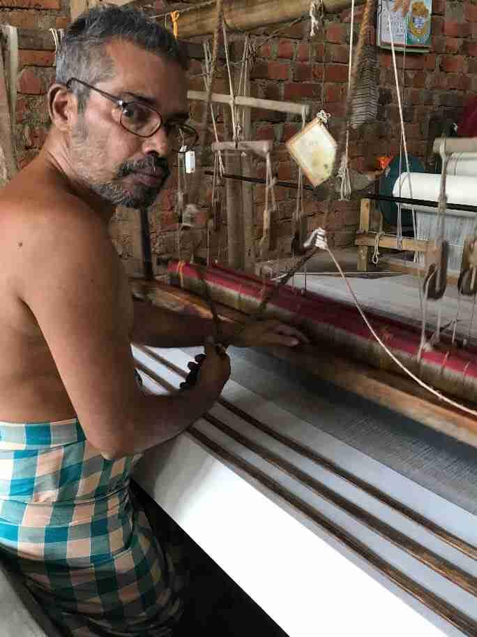נול במבנה של בור באדמה - אומנות ואמונות בהודו