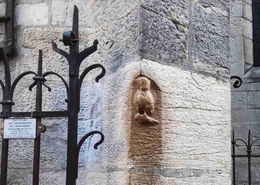 חופשה בצרפת - פסל הינשוף בדיג'ון
