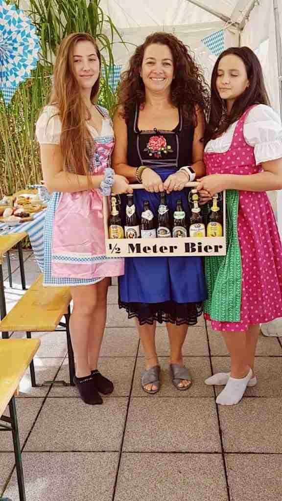 אוקטוברפסט סוכה - הפקה בייתית מצולמת. חצי מטר בירה