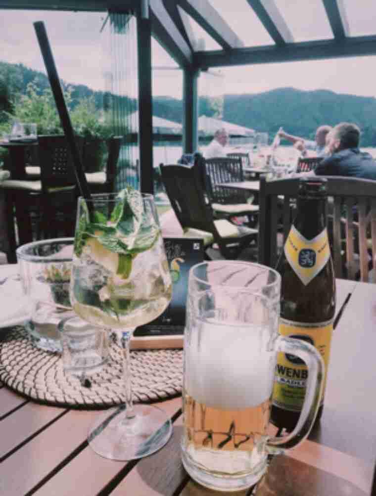 בית קפה באגם שלירזי, ליד מינכן