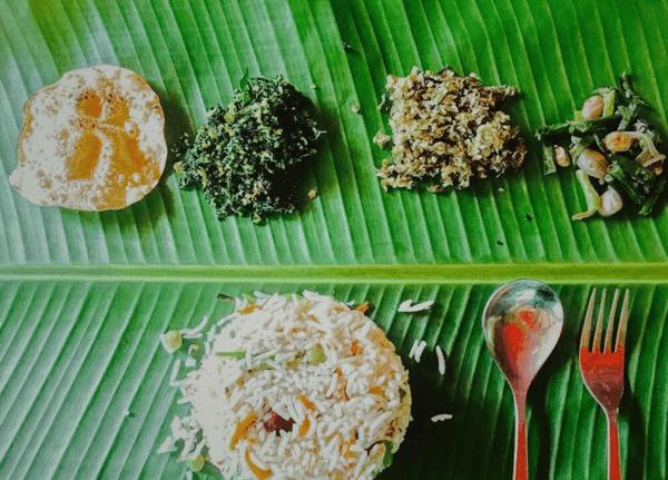 ארוחה הודית על עלה בננה