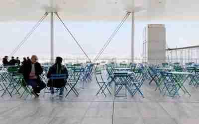 על גג העולם – מרפסות גג Rooftops  באתונה