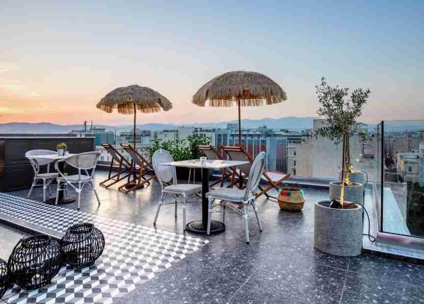 הנוף מגג מלון הפינקל באתונה