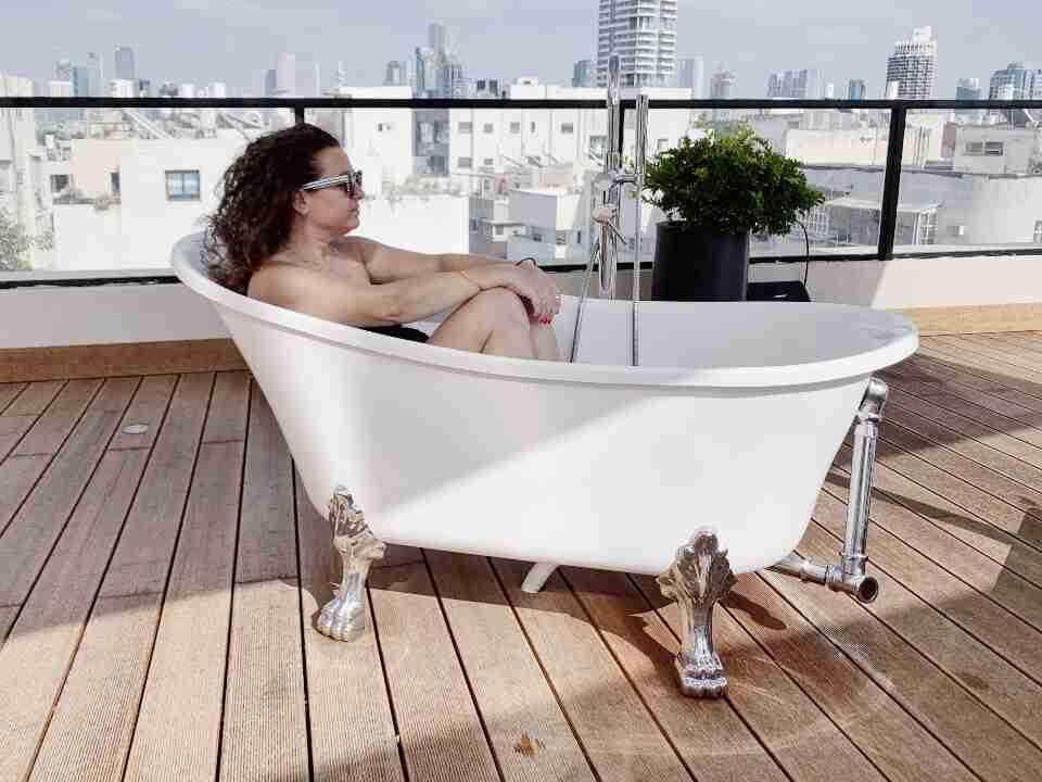 על גגות תל אביב - מלון דברה בראון